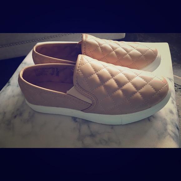 b60650e6ea0 Sneaker NEW W  TAGS DUPE For Steve Madden Ecentrcq